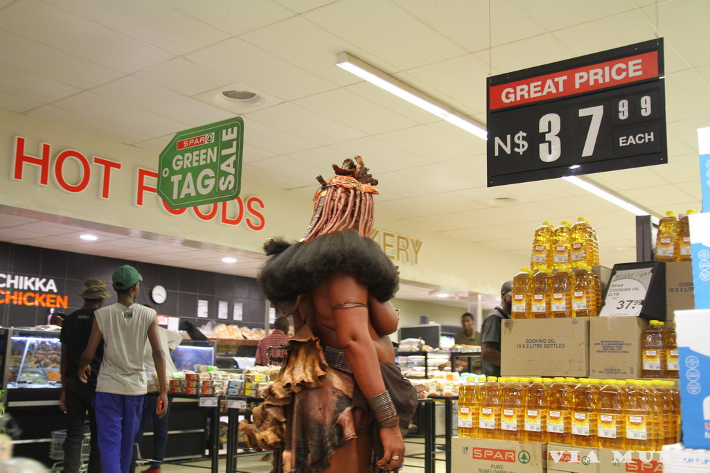 Himba in Opuwo supermarket
